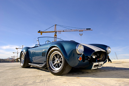 COB 01 RK0117 01 © Kimball Stock 1966 Shelby Cobra 427 SC Replica Blue And White 3/4 Front Low View On Pavement