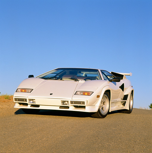 LAM 01 RK0258 04 © Kimball Stock Lamborghini Countach White 3/4 Front View On Pavement Hill Blue Sky