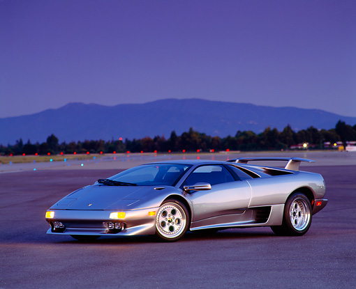 LAM 02 RK0058 06 © Kimball Stock 1995 Lamborghini Diablo VT Silver 3/4 Front View On Pavement At Night