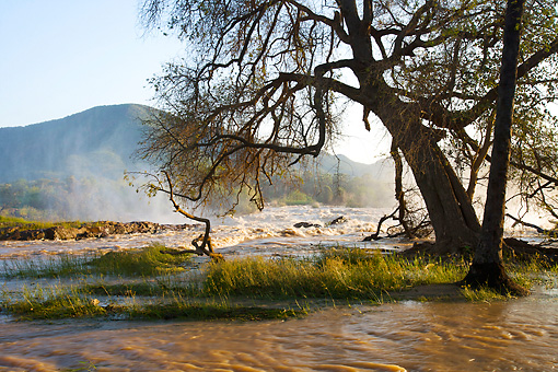 LAN 01 HP0011 01 © Kimball Stock Lagoon By Waterfalls Kaokoveld, Namibia