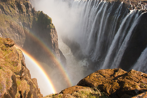 LAN 01 MC0005 01 © Kimball Stock Rainbow In Victoria Falls Zambia, Botswana, South Africa