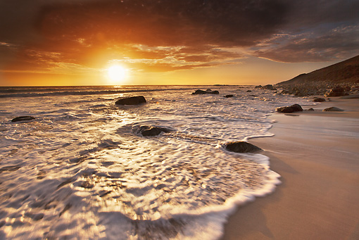 LAN 01 MH0019 01 © Kimball Stock Sun Setting Over Atlantic Ocean South Africa