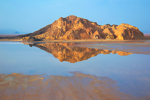 LAN 01 MH0075 01 © Kimball Stock Lake Logipi (Saline Alkaline Lake) In Suguta Valley, Northern Kenya