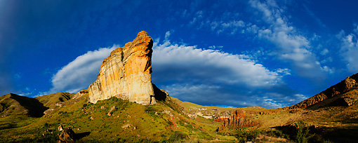LAN 01 MH0093 01 © Kimball Stock Brandwag Rock With Orange Sandstone Cliffs In Golden Gate Highlands National Park, South Africa