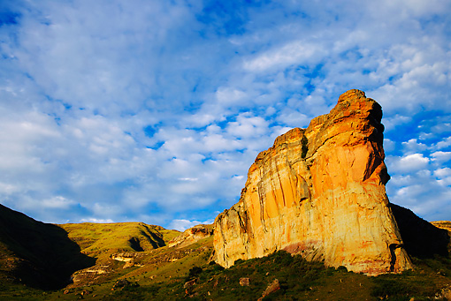 LAN 01 MH0094 01 © Kimball Stock Brandwag Rock With Orange Sandstone Cliffs In Golden Gate Highlands National Park, South Africa