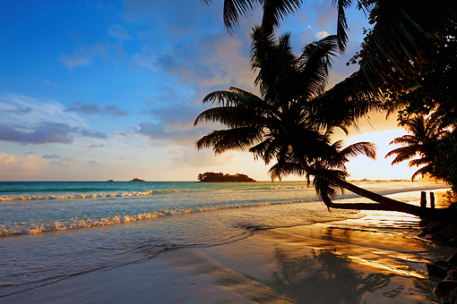 LAN 01 MH0102 01 © Kimball Stock Sunrise At Secluded Beach On Mahe Island, Seychelles