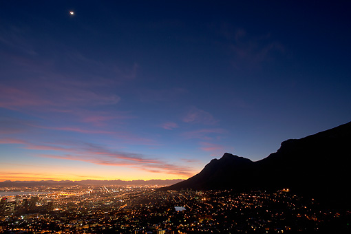 LAN 01 MH0129 01 © Kimball Stock Cape Town City Centre At Sunrise With View Of Table Mountain In South Africa
