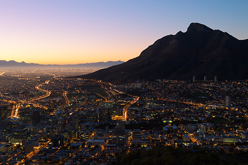 LAN 01 MH0130 01 © Kimball Stock Cape Town City Centre At Sunrise With View Of Table Mountain In South Africa