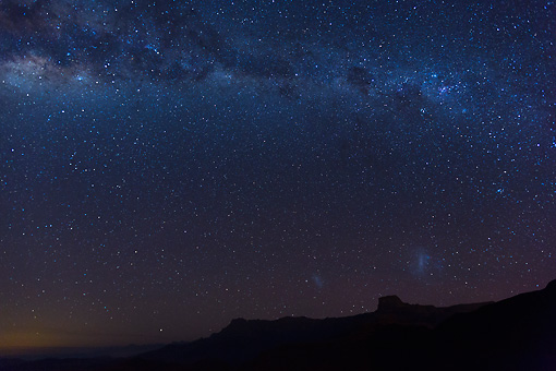 LAN 01 MH0132 01 © Kimball Stock Milky Way Over Drakensberg Mountains In Royal Natal National Park, South Africa