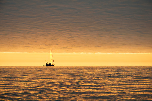LAN 02 SK0003 01 © Kimball Stock Sailboat In Ocean With Sunset