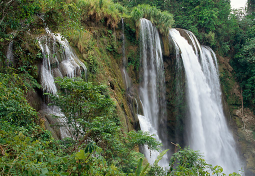 LAN 04 GL0001 01 © Kimball Stock Waterfall In Honduras
