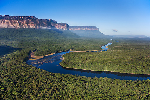 LAN 04 MH0002 01 © Kimball Stock Plains, Tepuis And River In Great Savanna Venezuela