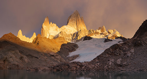 LAN 04 MH0042 01 © Kimball Stock Sunrise On Fitz Roy Massif By Lago De Los Tres In Patagonia, Argentina