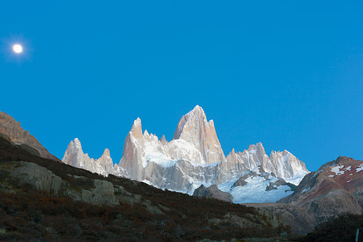 LAN 04 MH0043 01 © Kimball Stock Moon Over Fitz Roy Massif In Patagonia, Argentina