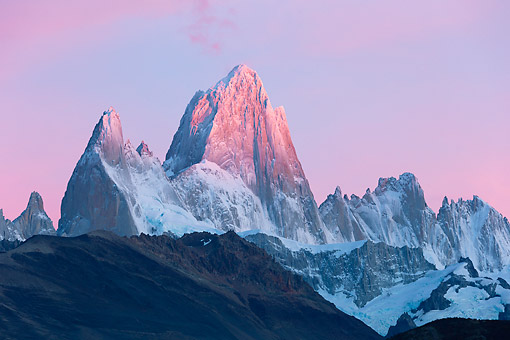 LAN 04 MH0048 01 © Kimball Stock Pink Sky Around Fitz Roy Massif In Patagonia, Argentina