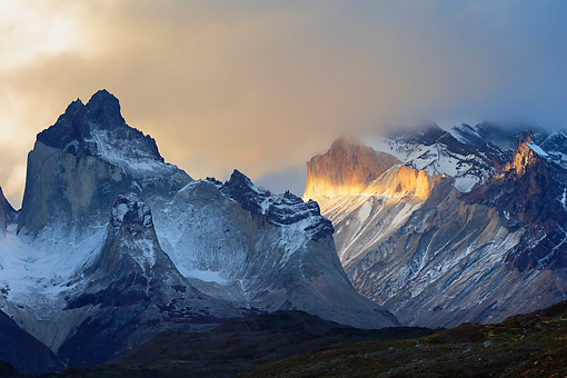 LAN 04 MH0053 01 © Kimball Stock Sunlight Catching The Peaks Of Torres Del Paine In Patagonia, Chile