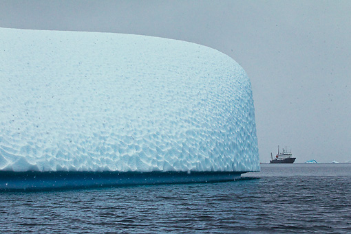 LAN 06 KH0009 01 © Kimball Stock Iceberg And Ship At Point Portal On Antarctic Peninsula - Palmer Archipelago