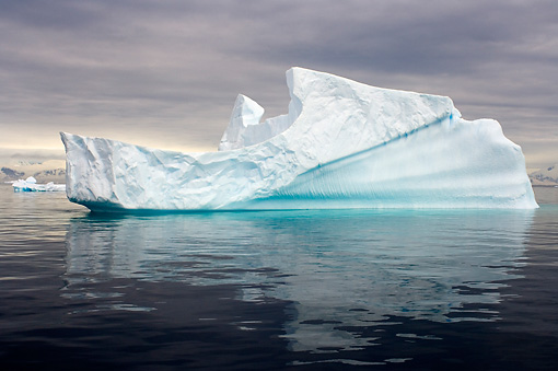 LAN 06 SK0001 01 © Kimball Stock Iceberg Floating In Southern Ocean Off Western Antarctic Peninsula
