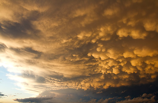 LAN 07 DA0009 01 © Kimball Stock Mammatus Clouds After Storm In Marion County, Illinois