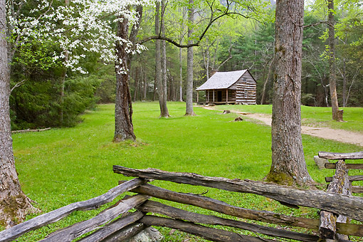 LAN 07 DA0025 01 © Kimball Stock Shields Cabin In Spring In Cades Cove Area, Great Smoky Mountains National Park, Tennessee