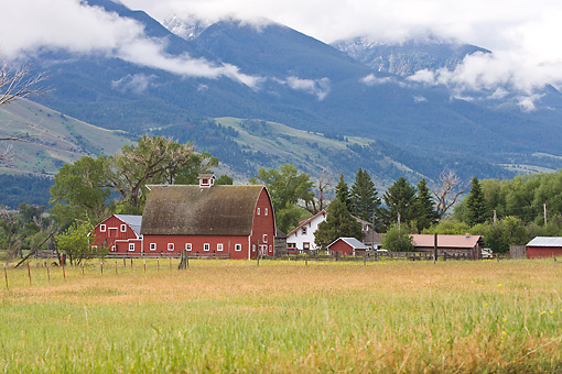 LAN 07 DS0004 01 © Kimball Stock Barn With Misty Mountains In Background At DePuy Spring Creek In Paradise Valley, Montana