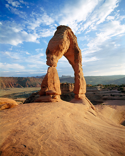 LAN 07 GR0026 01 © Kimball Stock Delicate Arch In Arches National Park During Summer Utah