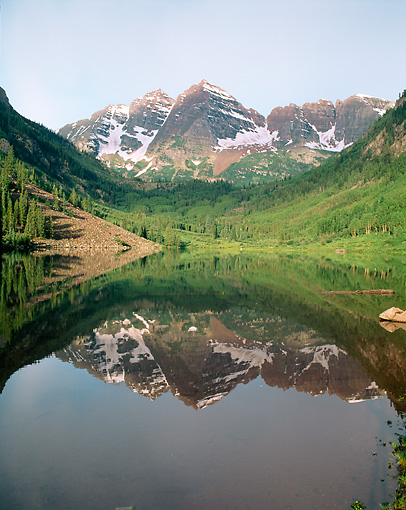 LAN 07 GR0063 01 © Kimball Stock Maroon Bells Mountains Reflected In Maroon Lake At White River National Forest, Colorado