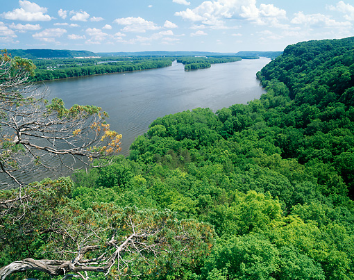 LAN 07 GR0066 01 © Kimball Stock View Of Mississippi River From Hanging Rock Overlook At Effigy Mounds National Monument, Iowa