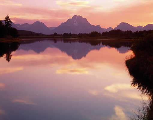LAN 07 GR0071 01 © Kimball Stock Mount Moran Reflected In Oxbow Bend Of Snake River At Sunset In Grand Teton National Park, Wyoming