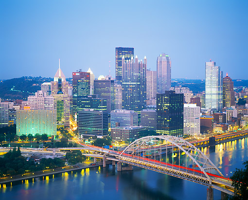 LAN 07 GR0152 01 © Kimball Stock Cityscape Of Pittsburgh, Pennsylvania