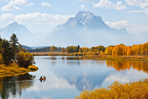 LAN 07 RW0004 01 © Kimball Stock Canoe At Oxbow Bend In Snake River, Grand Teton National Park, Wyoming