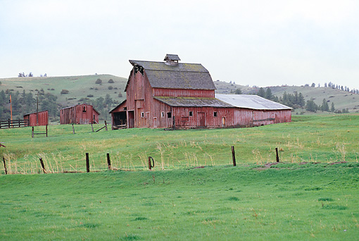LAN 07 DS0002 01 © Kimball Stock Red Barn In Field By Hills