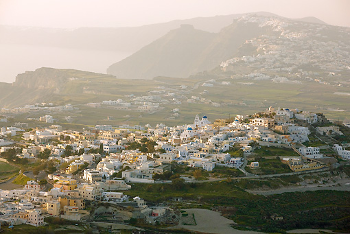 LAN 08 JE0001 01 © Kimball Stock Overhead View Of Village In Santorini, Greece