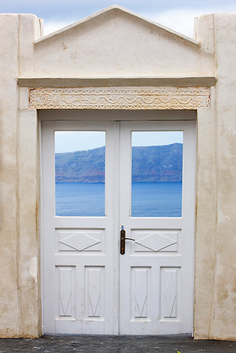 LAN 08 JE0004 01 © Kimball Stock Gate To The Sea In Greece