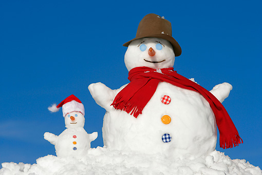 LAN 08 KH0024 01 © Kimball Stock Snowman And Baby Snowman Wearing Red Scarf, Top Hat And Santa Hat