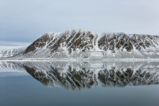 LAN 08 KH0061 01 © Kimball Stock Coast Of Svalbard And Reflection On Calm Seas