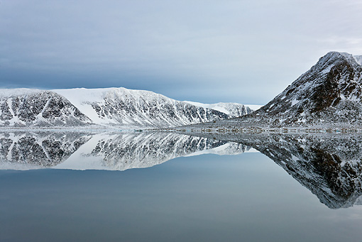 LAN 08 KH0062 01 © Kimball Stock Coast Of Svalbard And Reflection On Calm Seas