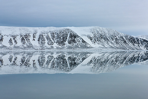 LAN 08 KH0063 01 © Kimball Stock Coast Of Svalbard And Reflection On Calm Seas