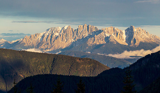 LAN 08 KH0078 01 © Kimball Stock Latemar Mountain Range At Sunset In Dolomites South Tyrol, Italy