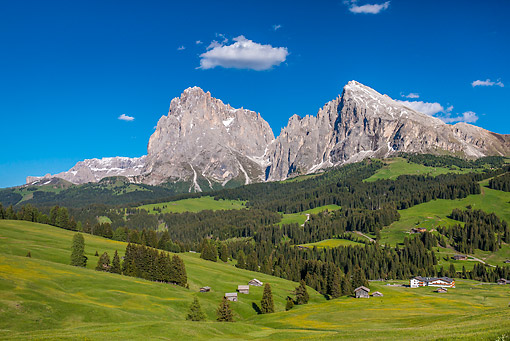 LAN 08 KH0079 01 © Kimball Stock Langkofel And Plattkofel Peaks In Dolomites South Tyrol, Italy