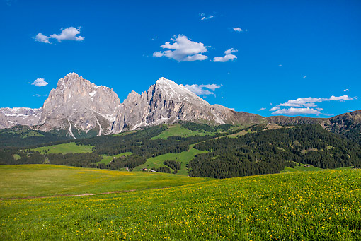 LAN 08 KH0080 01 © Kimball Stock Langkofel And Plattkofel Peaks In Dolomites South Tyrol, Italy