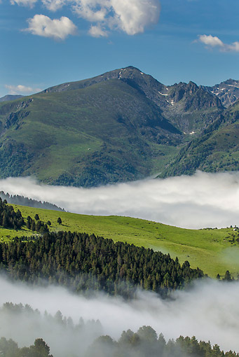 LAN 08 KH0091 01 © Kimball Stock View From Mountain Pastures Of Plateau De Beille Ariege In Pyrenees, France