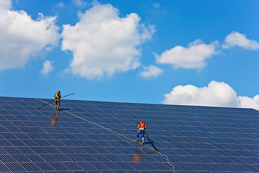 LAN 09 KH0015 01 © Kimball Stock Workers On Roof Of Solar Park With Integrated Photovaltaic Panels