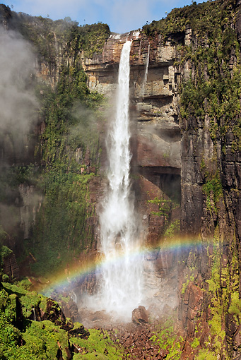 LAN 09 MH0004 01 © Kimball Stock Aerial View Of Waterfall Cascading Over Side Of Sandstone With Rainbow