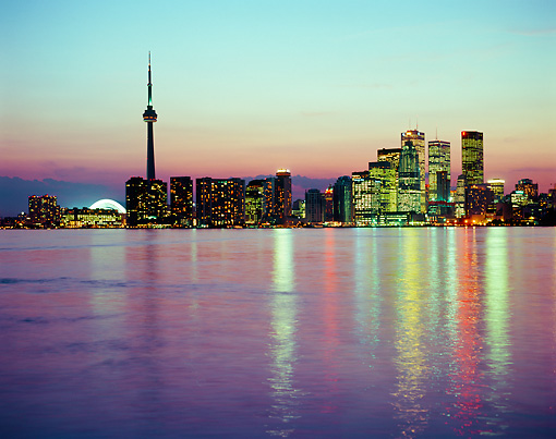 LAN 07 GR0109 01 © Kimball Stock Toronto City Skyline At Dusk Canada