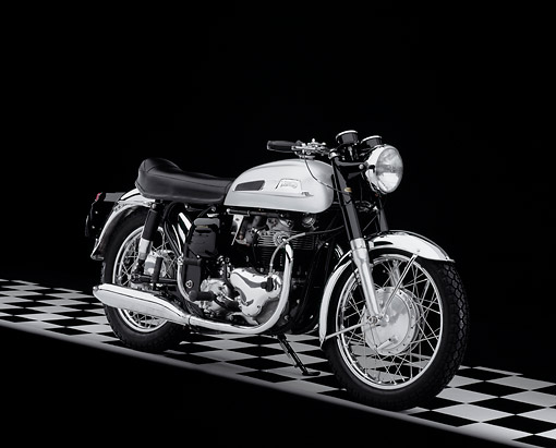 MOT 01 RK0584 10 © Kimball Stock 1966 Norton Atlas Silver And Black 3/4 Side View On Checkered Floor Studio