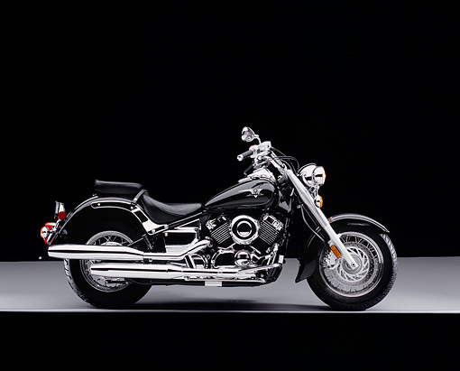 MOT 01 RK0593 09 © Kimball Stock 2004 Yamaha 650 V-Star Black Profile Shot On Gray Floor Studio