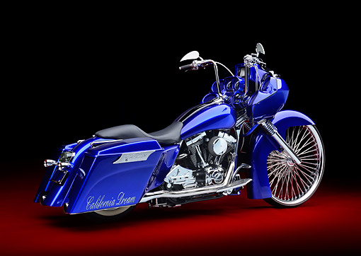 MOT 01 RK0835 01 © Kimball Stock 2002 Harley-Davidson Road Glide Candy Cobalt Blue 3/4 Rear View In Studio