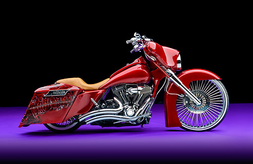 MOT 01 RK0836 01 © Kimball Stock 2006 Harley-Davidson Road King Custom Candy Apple Red Profile View In Studio