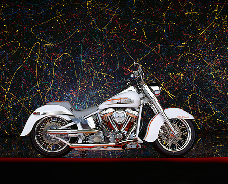 MOT 01 RK0282 02 © Kimball Stock 90's Customized Softail With 115' Stroker Butler Special White Profile Splatted Paint